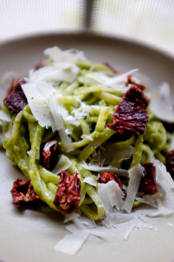 Linguine with Almond-Kale Pesto and Sundried Tomatoes | Simplicity Relished
