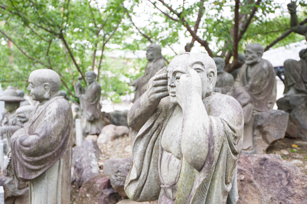 10 snapshots that will make you want to visit Japan - two-faced monk