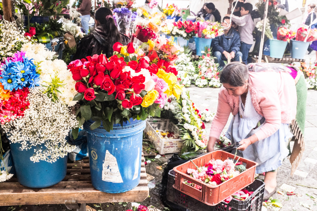 10 Best Snapshots From Ecuador - cuenca flower market