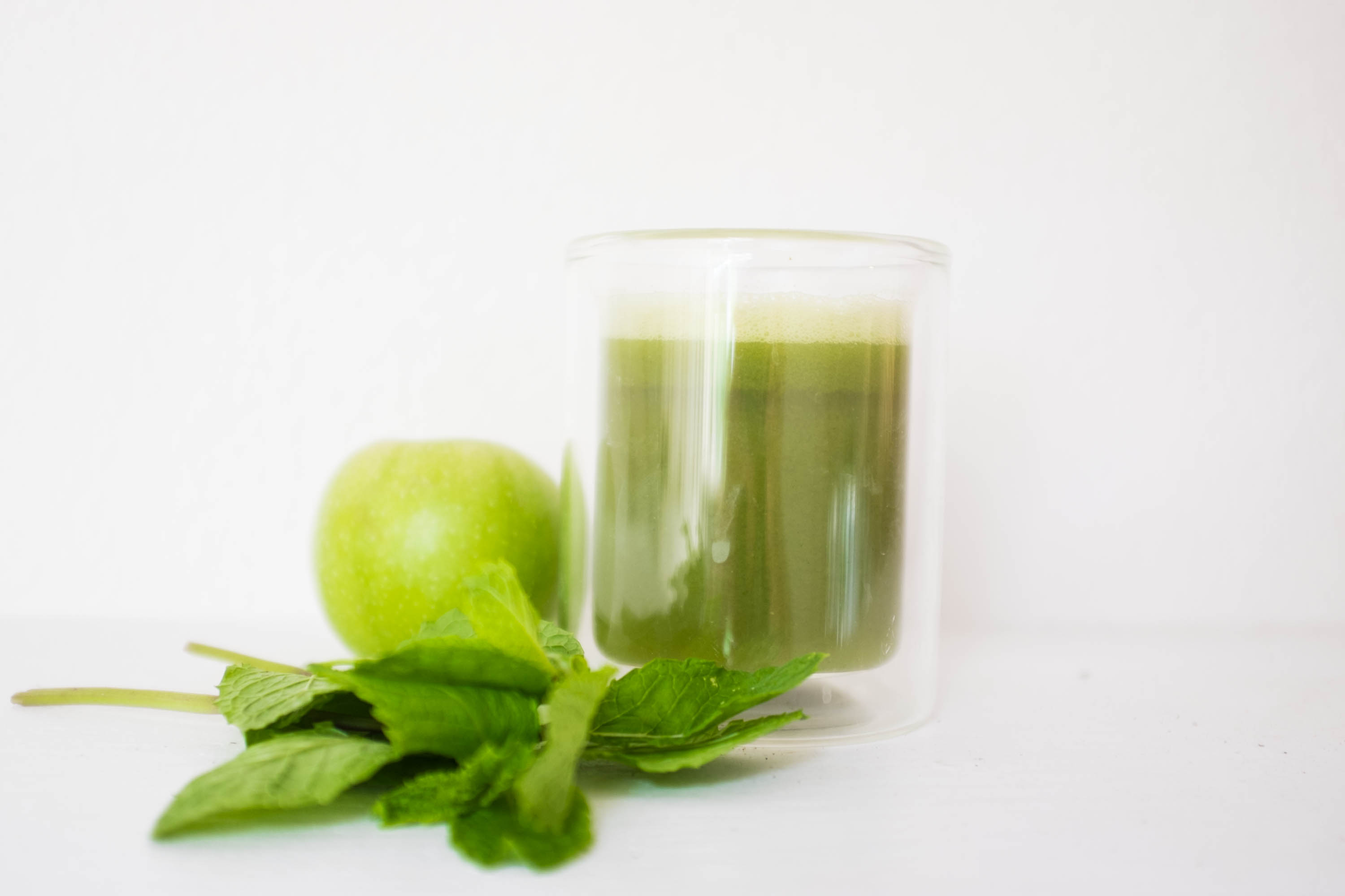 Late Summer Green Apple Juice with Cucumber and Mint